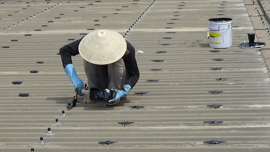 Dịch vụ chống dột mái tôn chuyên nghiệp tại TpHCM