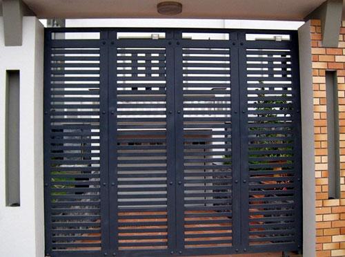 Làm cửa sắt giá rẻ TPHCM