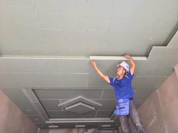 Thi công trần thạch cao đẹp chủ yếu do kinh nghiệm của người thợ