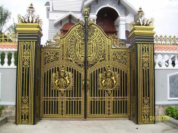 Mẫu cửa sắt 2 cánh, 4 cánh đẹp hiện đại nhất cho hộ gia đình